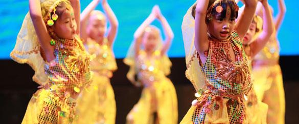 中国民俗 - 孩子们舞蹈